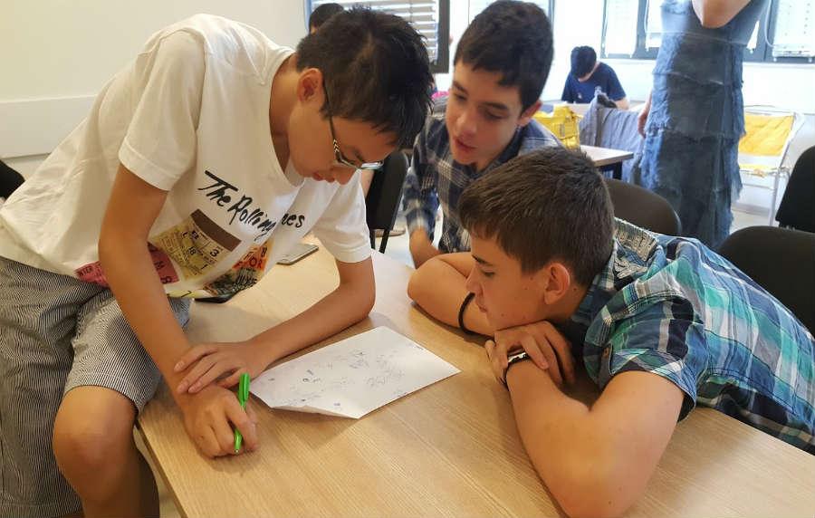 """Учениците от СМГ приключиха успешно """"Седемнадесета лятна изследователска школа"""""""